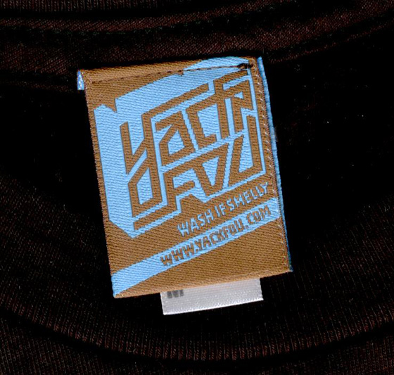 T-Shirt-Label von Yackfou T-Shirt